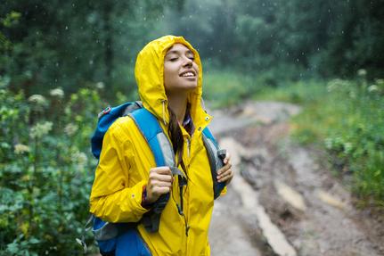 Jente i regn